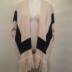 Forever 21 sweater vest kimono. Worn once. Size M.